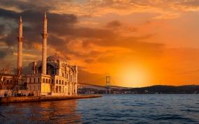 Всеки четвъртък пътуване до Истанбул